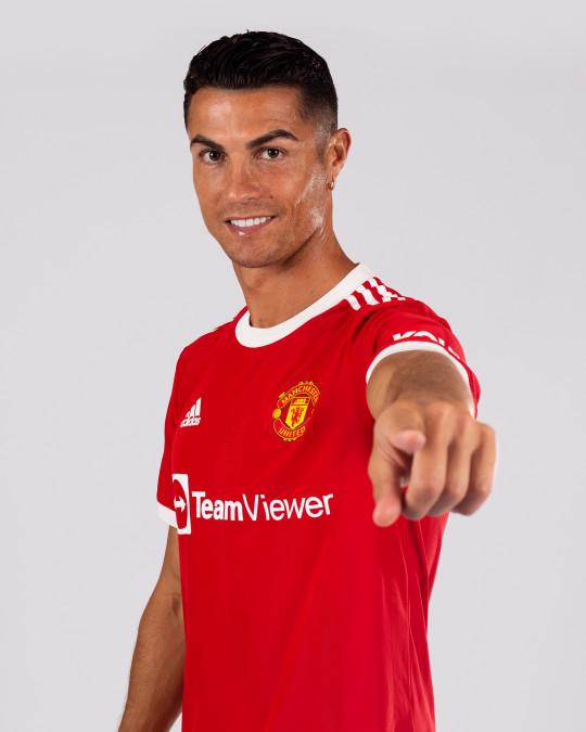 Manchester United Unveil New Signing Cristiano Ronaldo