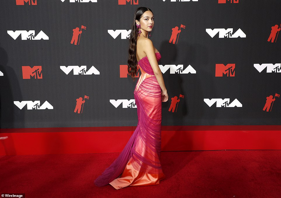 Sunset:Olivia Rodrigo was breathtaking in a silk and chiffon number that blended gauzy purple fabric and a deep sunset orange shell