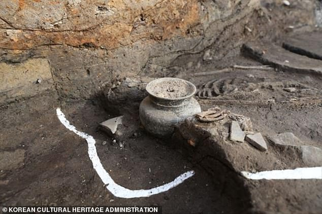 Remains of an adult female from the 4th century was found in Gyeongju, Korea, at the site of Wolseong Palace, the capital fortress of the Silla Empire. Near her body was intact pottery that may have contained alcohol