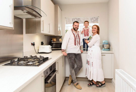 Ovi and Ionela Toderika and their son in their new home at Shanly Homes??? Merchants Place development Aylesbury. 26.6.21 ??Richard Eaton 07778 395888