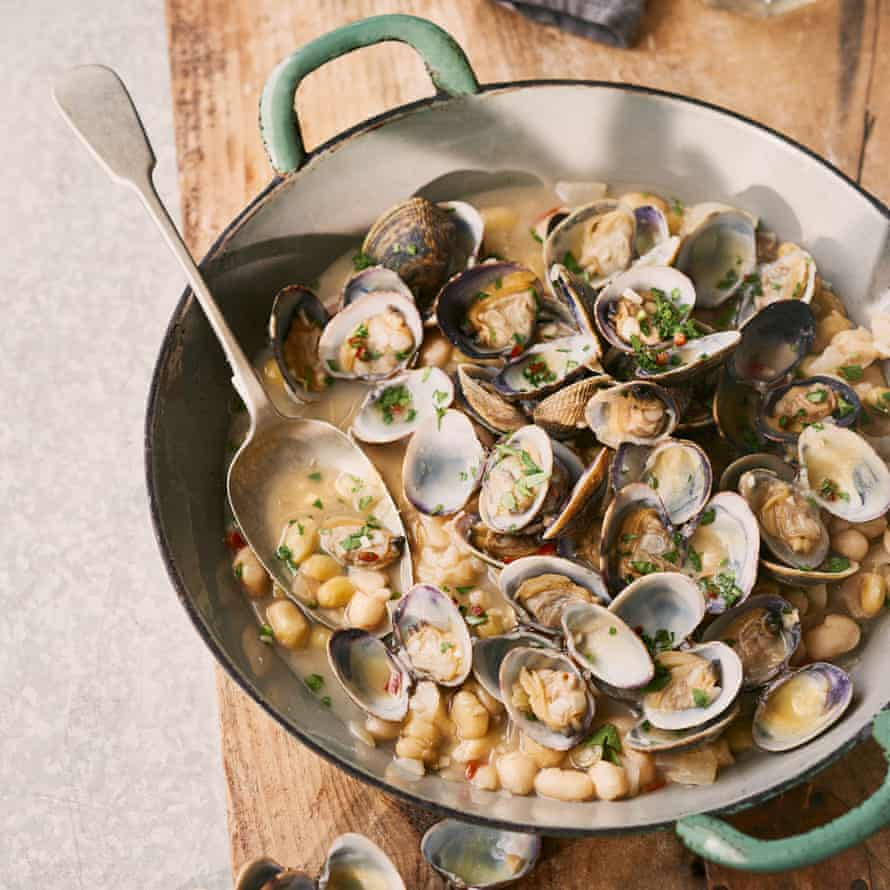 Haricot beans with clams.