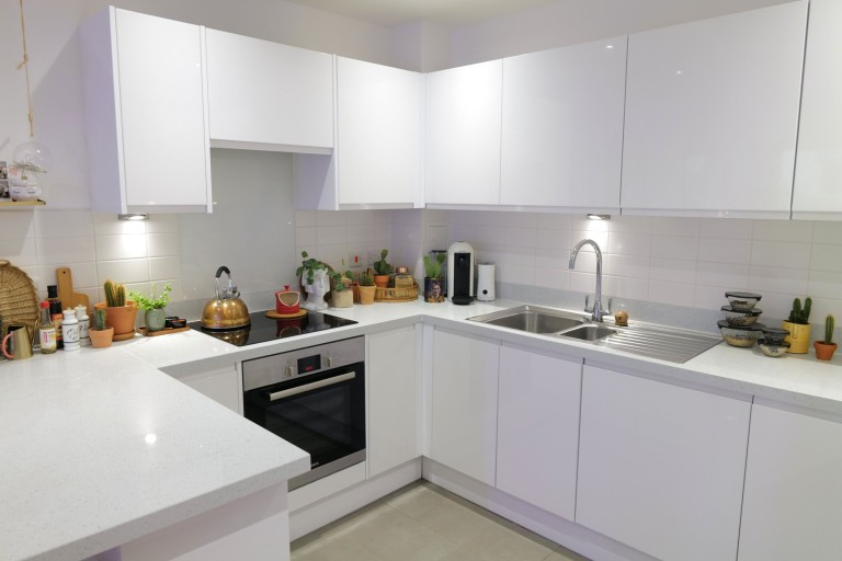 What I Rent: Georgia, £1,000 a month for a one-bedroom flat in Addlestone, Surrey - kitchen
