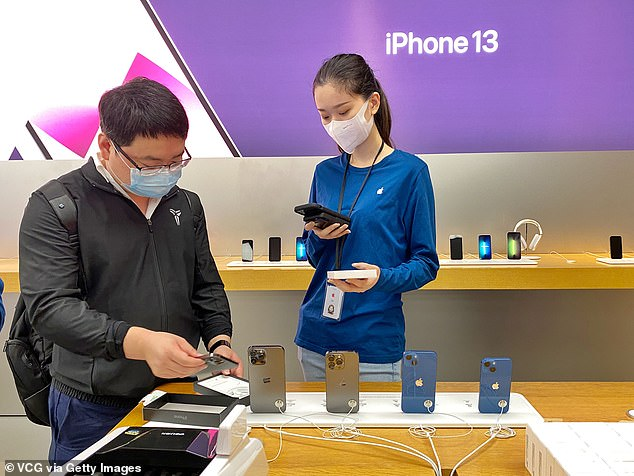Additionally the iPad mini and a new iPad also went on sale today. Due to current Covid lockdown restrictions in Sydney, customers are able to pick up their pre-ordered products with click and collect, but are not able to shop in-store