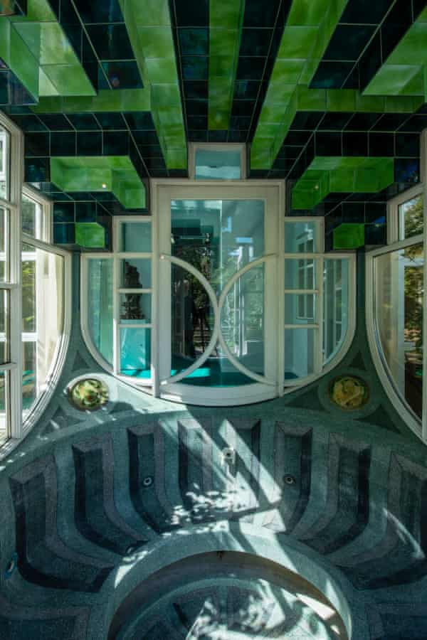 The whirlpool bath designed by the architect Piers Gough.