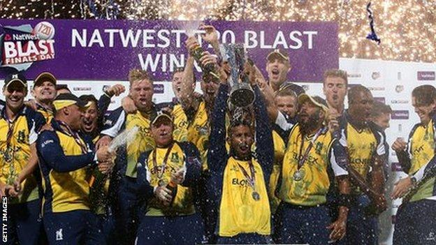 Varun Chopra lifted the trophy in Birmingham when the Bears beat Lancashire to win the T20 Blast for the first time in 2014