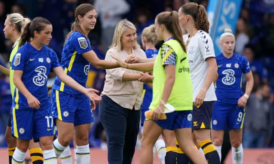 Emma Hayes with her Chelsea players