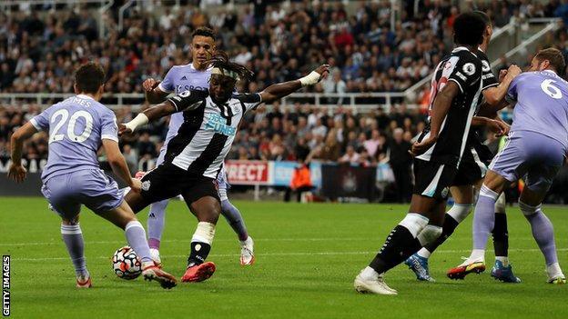 Superb Saint-Maximin goal earns draw for Newcastle against ...