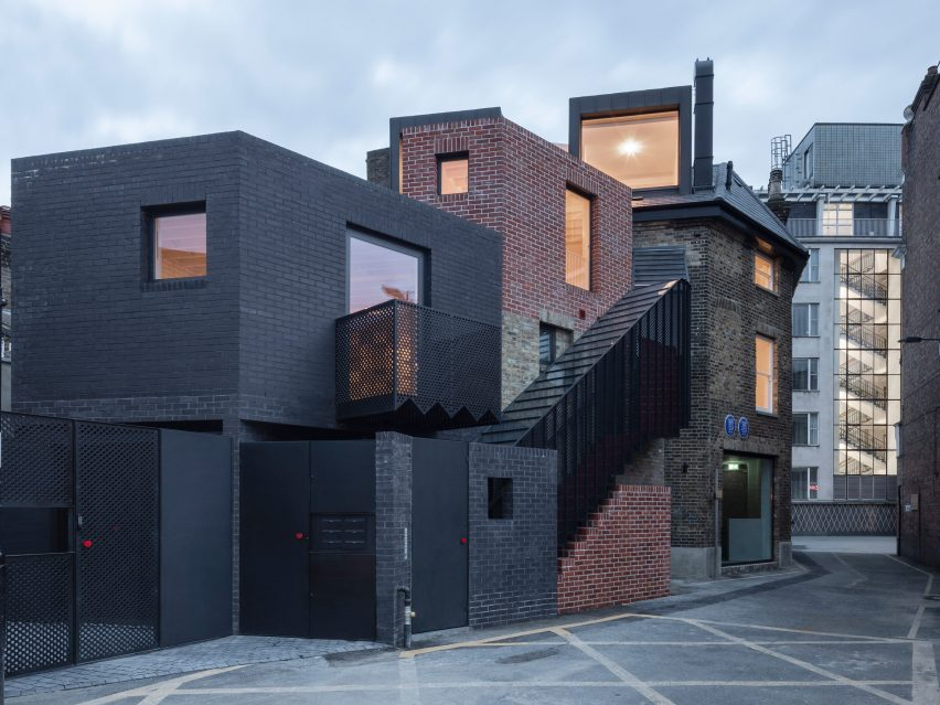 Night view of The Queen of Catford by Tsuruta Architects