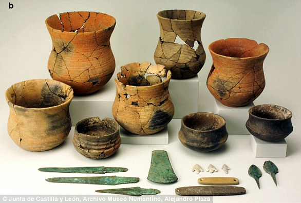 Beaker-complex grave goods from La Sima III barrow, Soria, Spain. The set includes Beaker pots of the so-called 'Maritime style'