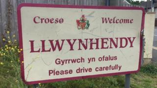 Llwynhendy sign