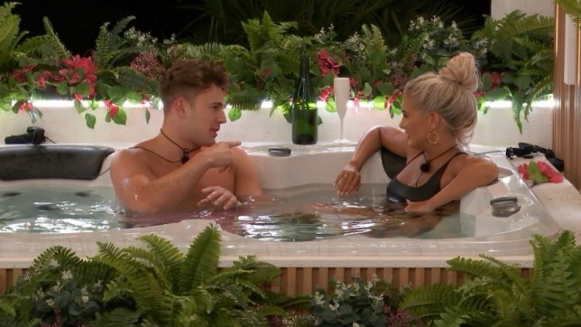 Curtis Pritchard and Molly Mae in the hot tub in Love Island