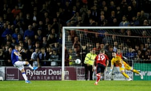 Everton's Gylfi Sigurdsson scores their second goal from the penalty spot.