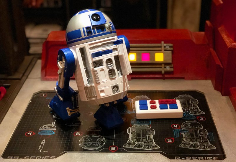 See How Droids Are Built at Disney World's Galaxy's Edge!