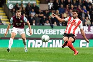 Will Grigg score the opener for Sunderland.