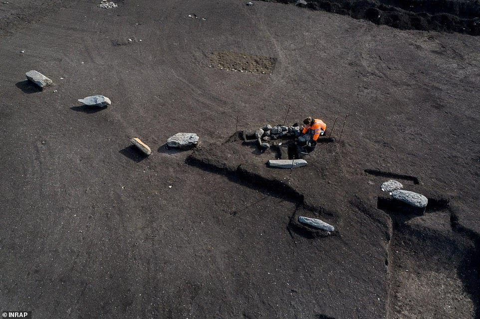 Five large stones are set in a horseshoe shape nearby, alongside six regularly spaced blocks that form a circle 50 feet (15m) in diameter