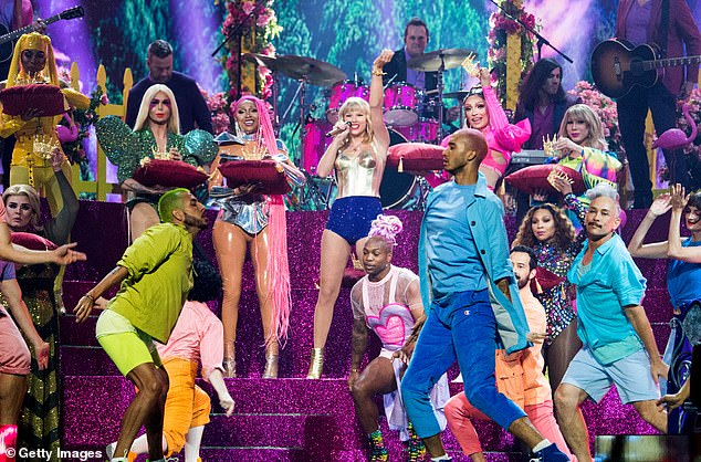Colors everywhere: Swift put on a dazzling performance with all the colors of the rainbow on display