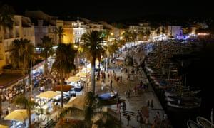 Summer night market in Sanary-sur-Mer, France.