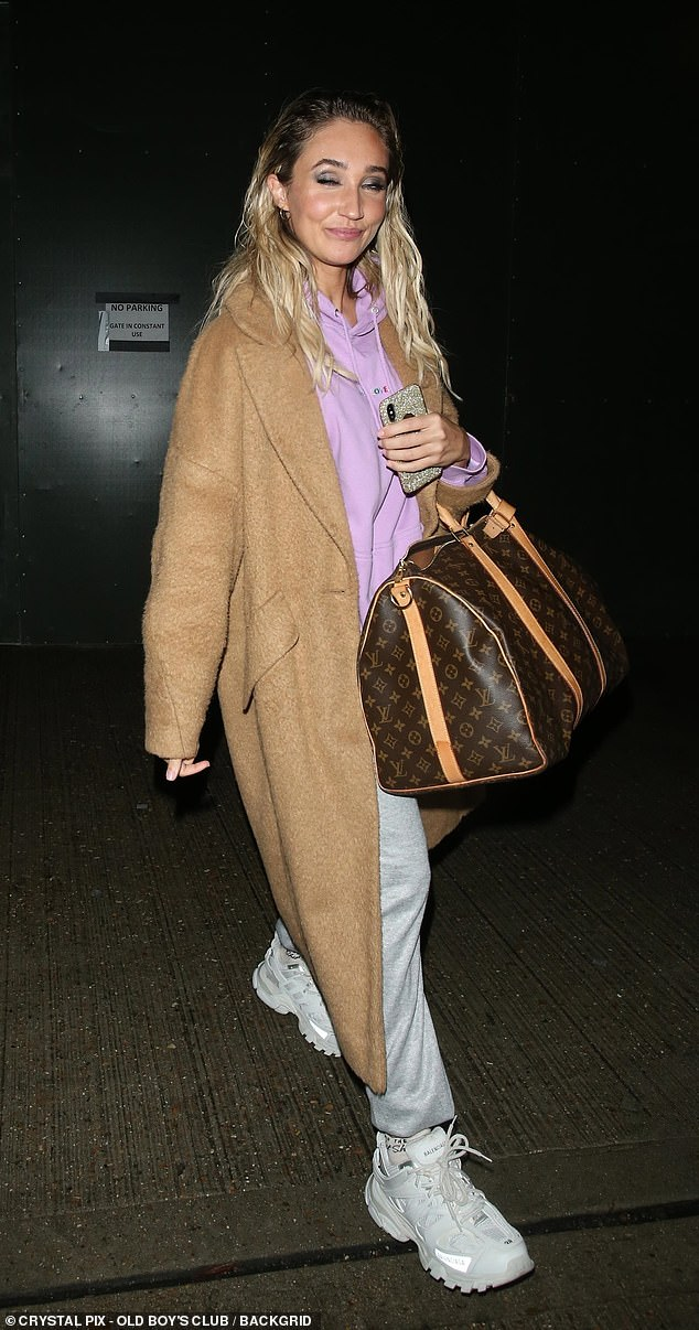 Fashion:Megan also donned a camel coat and a pair of white trainers and carried a large brown bag with her