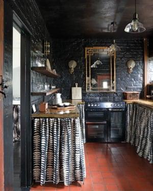 Paint it black: the kitchen.