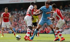 Lampard tackles Danny Welbeck.