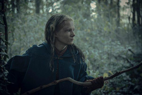 the-witcher-freya-allan-branches