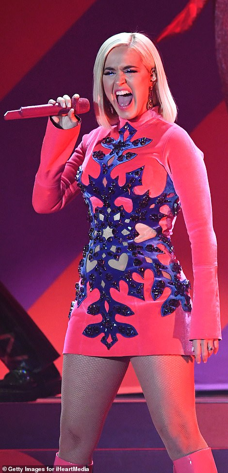Sing it girl! Katy was seen executed her vocal talents with ease