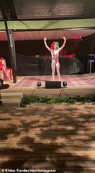 She was accompanied byher Ryan Heffington-choreographed avatar Maddie Ziegler