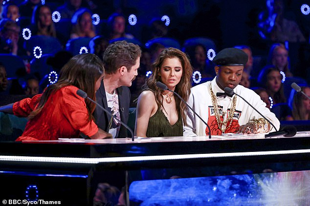 Chat: The judges are seen discussing an act as they appeared to make an important decision