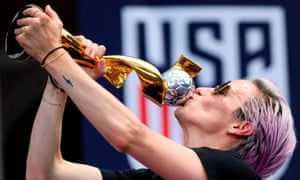Rapinoe kisses the World Cup trophy