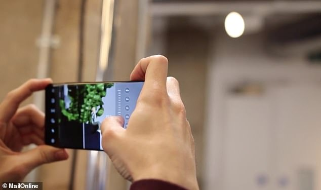 The Galaxy S20 Ultra can zoom in up to 100x using a combined optical zoom and an AI-powered digital zoom