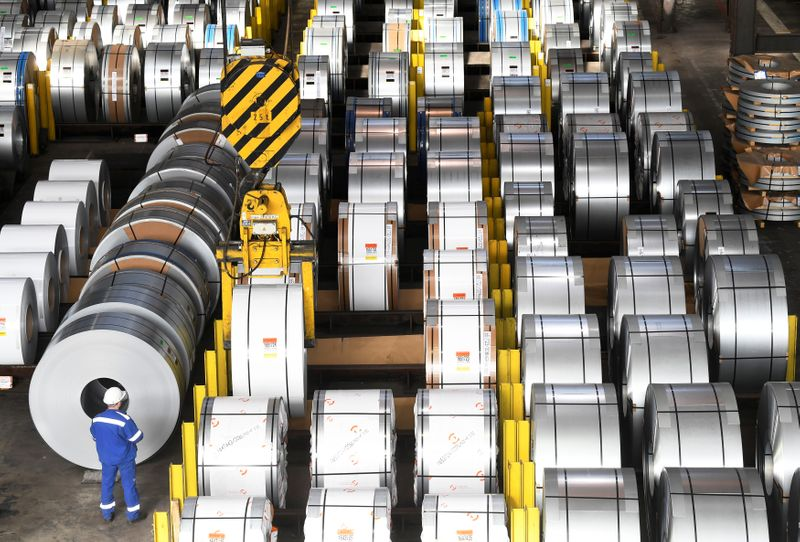 © Reuters. Steel rolls are pictured at the plant of German steel company Salzgitter AG in Salzgitter