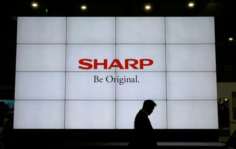 © Reuters. A logo of Sharp Corp is pictured at the CEATEC JAPAN 2017 in Chiba