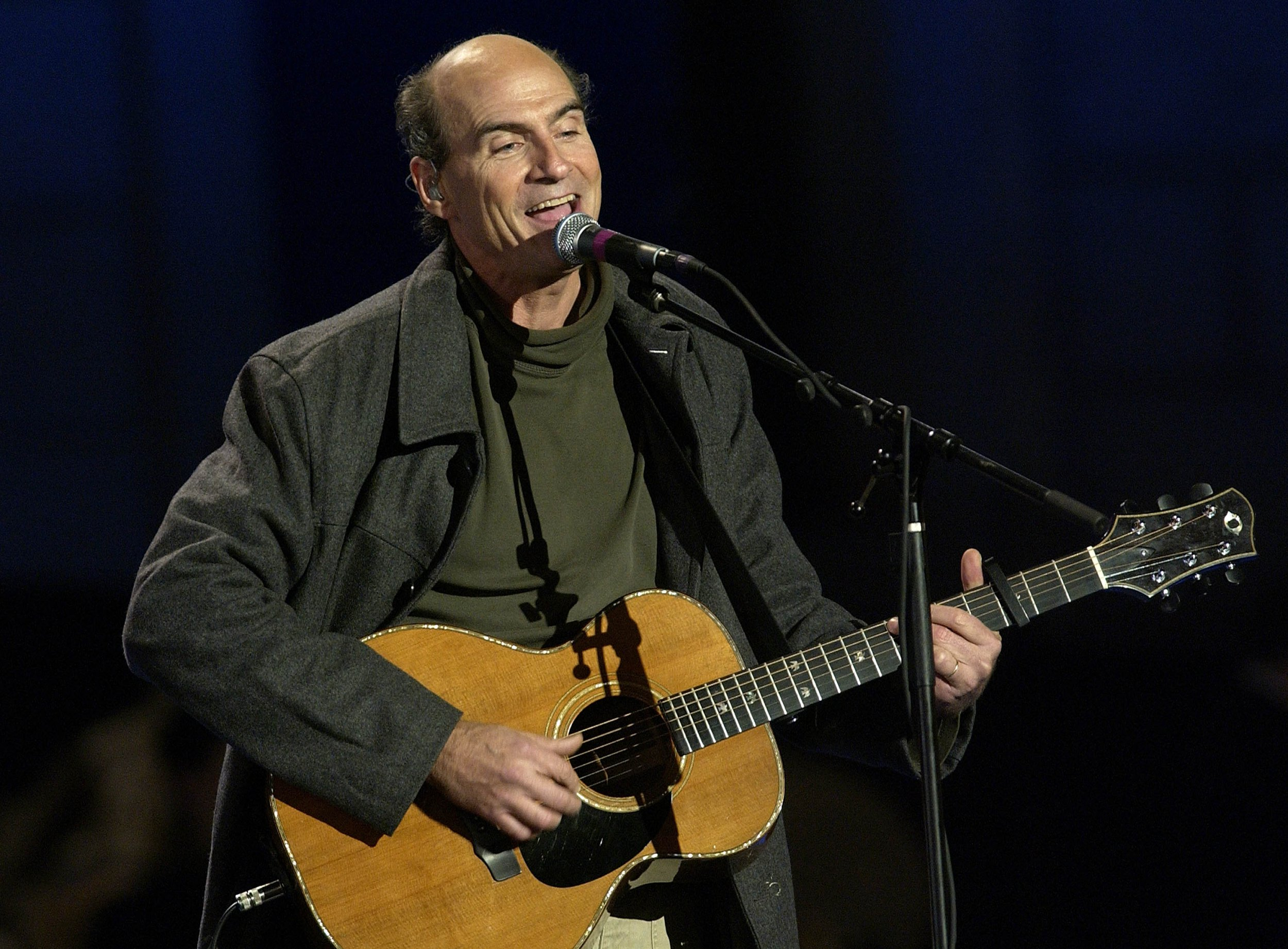 """BOSTON - NOVEMBER 02: Musician James Taylor performs during the """"Election Night 2004 With John Kerry and John Edwards"""" event November 2, 2004 in Boston. (Photo by Stephen Chernin/Getty Images)"""