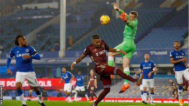 Everton keeper Jordan Pickford in action in his side's 1-0 defeat to Leeds United