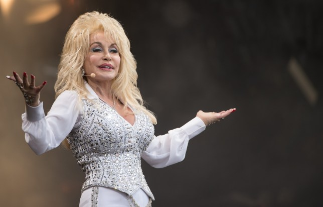 dolly parton playing the pyramid stage at glastonbury in 2014