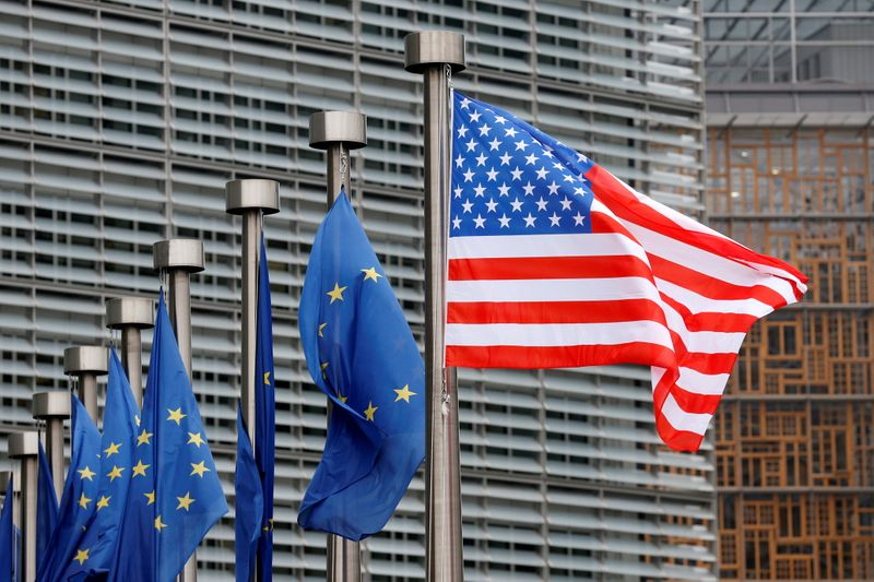 © Reuters. FILE PHOTO: U.S. and EU flags are pictured during the visit of Vice President Pence to the European Commission headquarters in Brussels