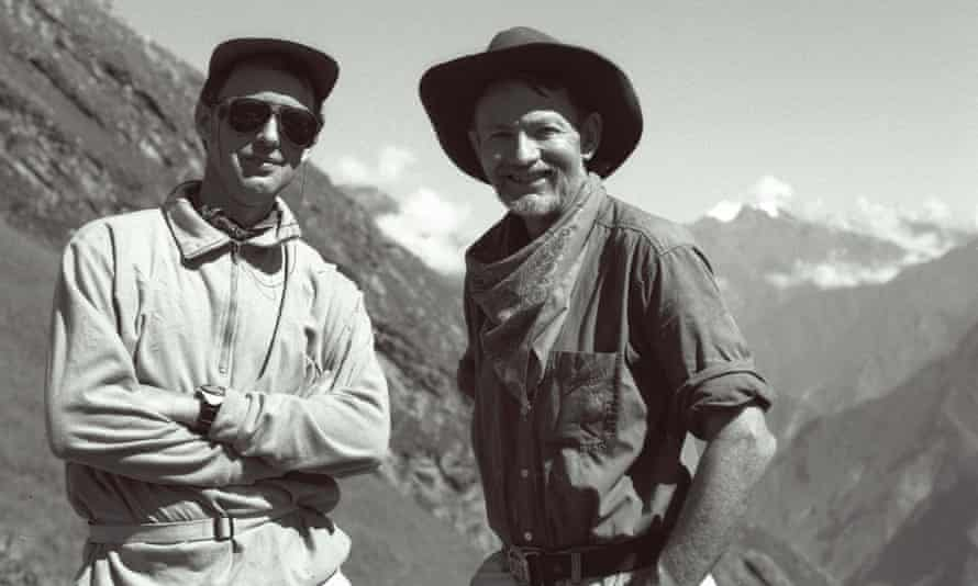 Black and white photo of British writer and explorer Hugh Thomson (left) and American archaeologist Gary Ziegler.