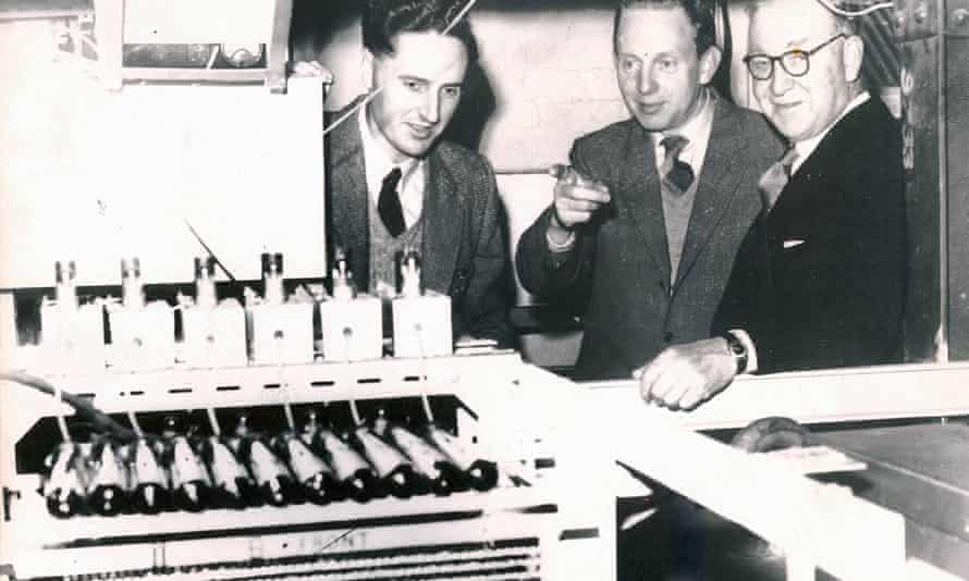 Arnold Wolfendale, left, with fellow physicists GD Rochester and John Cockcroft, in the early 1960s.