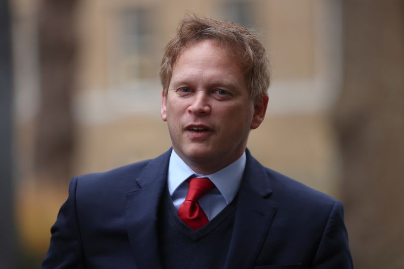 © Reuters. Britain's Transport Secretary Grant Shapps arrives at Downing Street in London