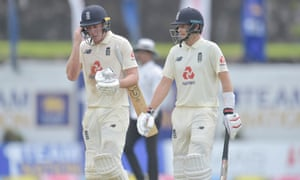 Joe Root and Dan Lawrence leave the field at lunch.