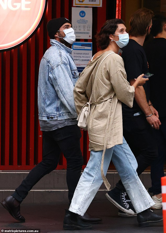 They're like the locals!On Monday, Zac and Vanessa were seen walking through the Sydney suburb of Paddington
