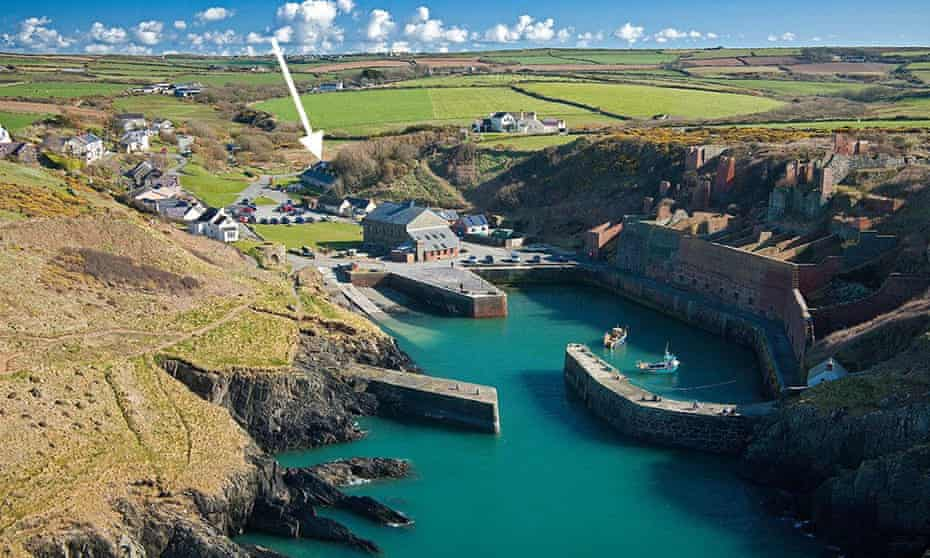Porthgain harbour with arrow pointing to Ty Jac