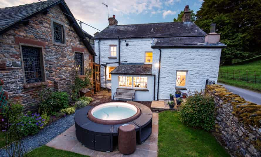 hot tub outside cottage