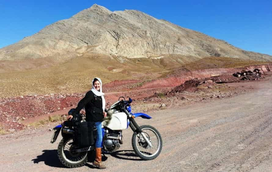 lois pryce on a motorbike in the desert.