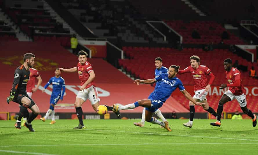 Dominic Calvert-Lewin scores Everton's late equaliser to earn a 3-3 draw at Manchester United.