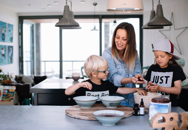 Children in the kitchen with Mum