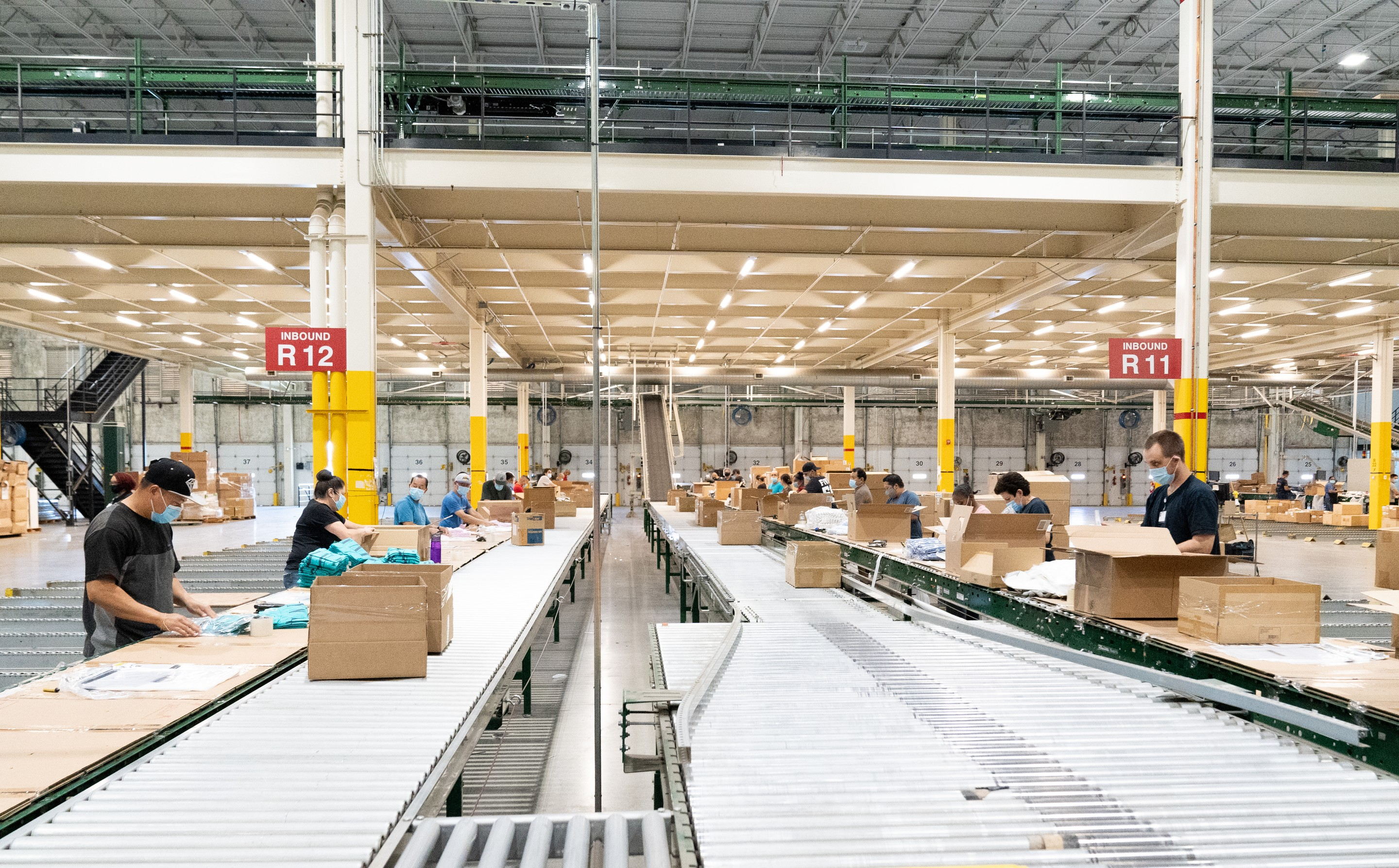 The Gap to open 140m dollar distribution center to meet online shopping demand