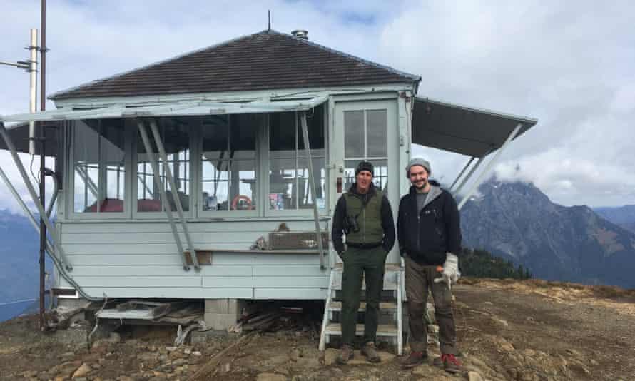 Jim Henterly, fire watchman at Desolation Peak, Cascade Mountains, Washington State, and writer Dan Richards .
