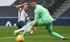 Harry Kane misses an early chance for Spurs.