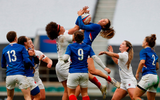 England's centre Lagi Tuima (centre left) competes for a high ball against France's wing Cyrielle Banet (centre right) during the international women's rugby union match between England Women and France Women at Twickenham stadium in south west London on November 21, 2020. (Photo by Adrian DENNIS / AFP) (Photo by ADRIAN DENNIS/AFP via Getty Images)